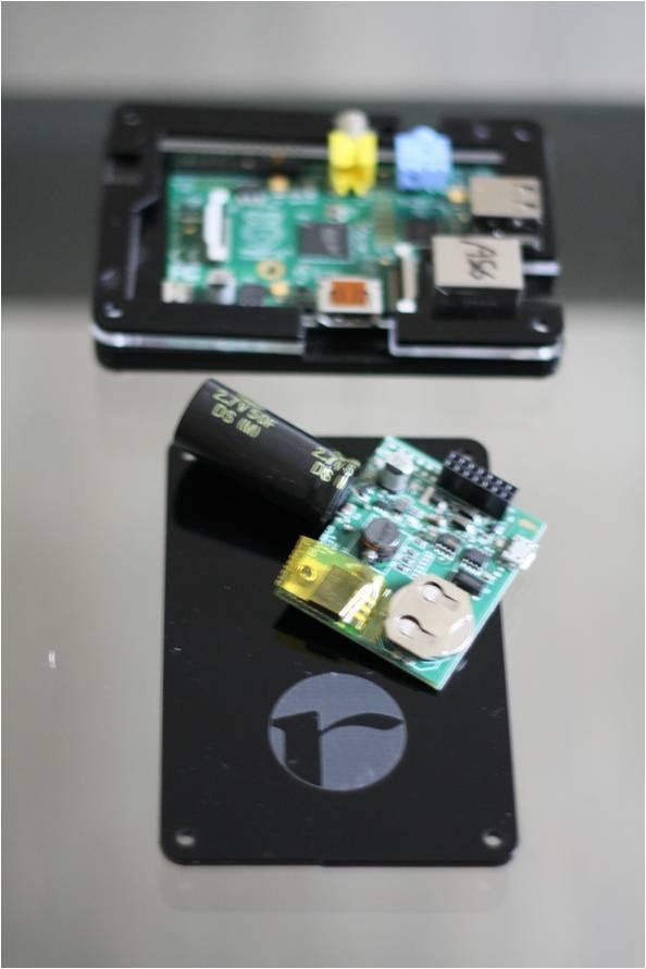 Trackberry_tailoradio_implementata_con_scheda_UPS_e_RTC