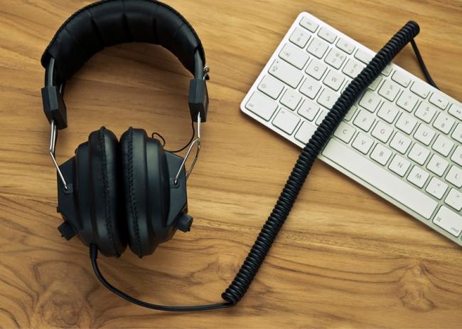 Ascoltare musica al lavoro rende più efficienti. Lo dice il neuromarketing!