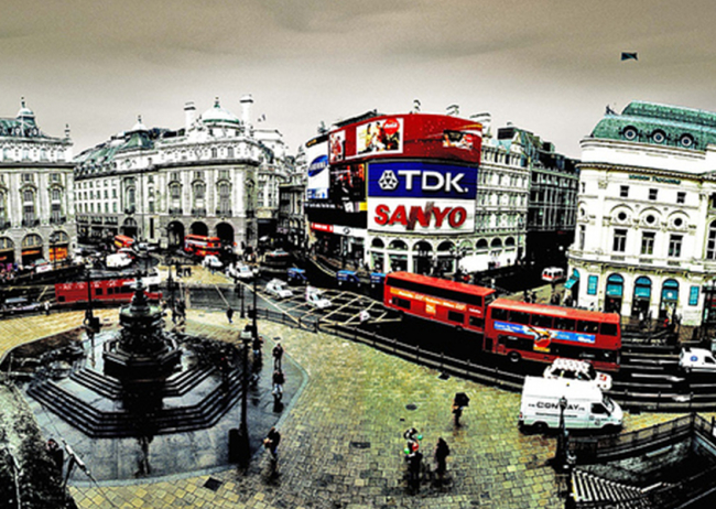 Grom Piccadilly: un gioiello multimediale nel cuore di Londra.