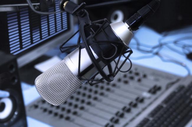 Tailoradio_tecnologie_ai_più_standard_radiofonici